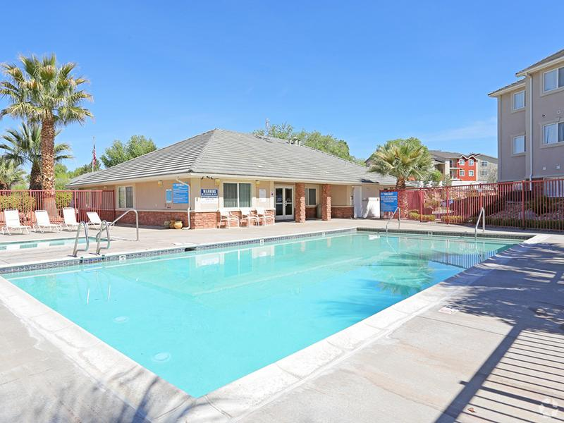 Swimming Pool | Oasis Palms Apartments