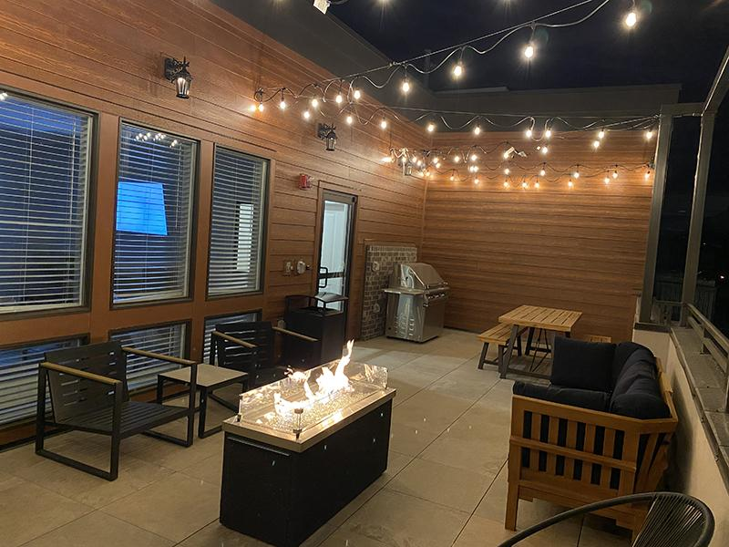 @2100 Apartments' Balcony Lounge