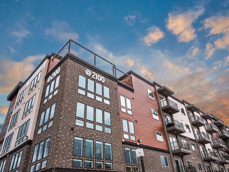 Exterior | 2100 Apartments