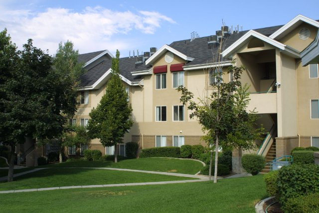 Holladay Hills Community Features