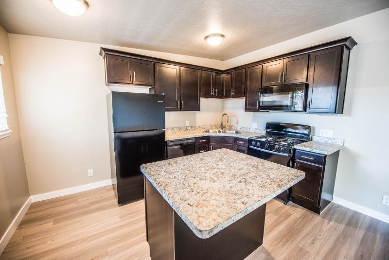 Kitchen Island | The Linq Apartments