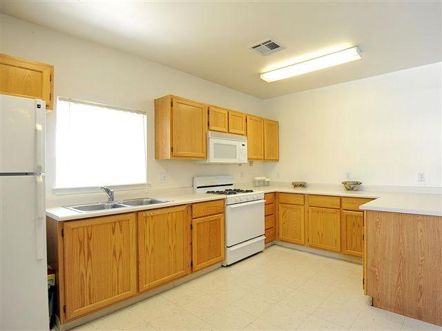 Fully Equipped Kitchen | Courtyard at Ridgecrest