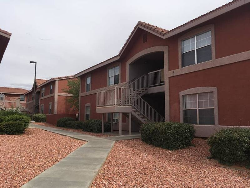 Walking Paths | Vermillion View Apartments