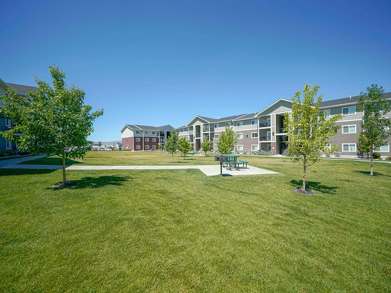 Courtyard | Remington Apartments in Helena, MT