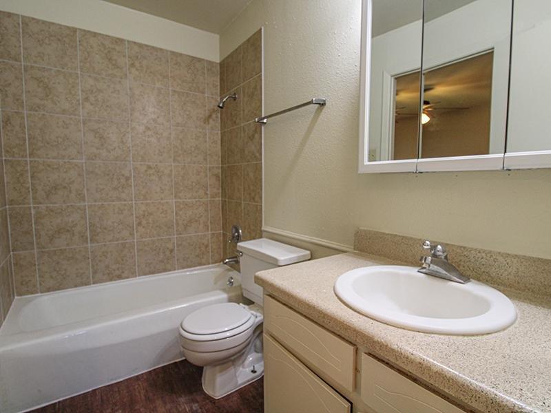 Bathroom   Wellington Apartments