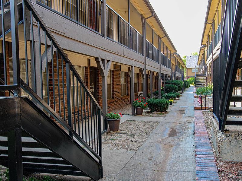 Courtyard   Wellington Apartments