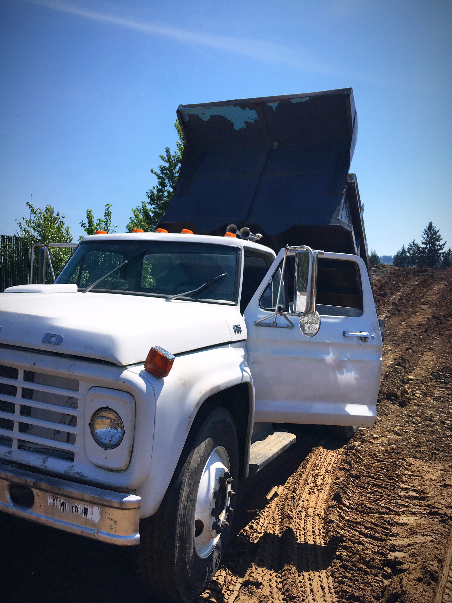 1977 Ford F-700 On the Move