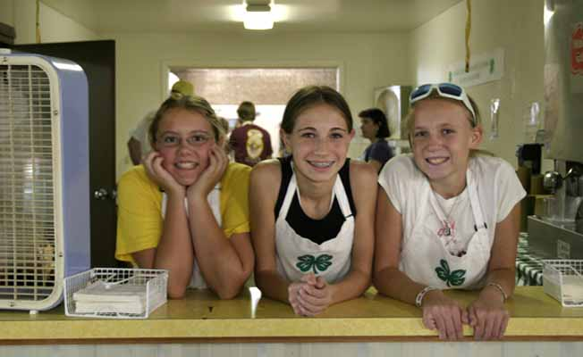 girls of the 4H Ice Cream Booth