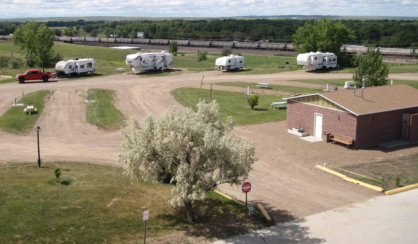 Cottonwood & Suites RV Park   Missouri River Country