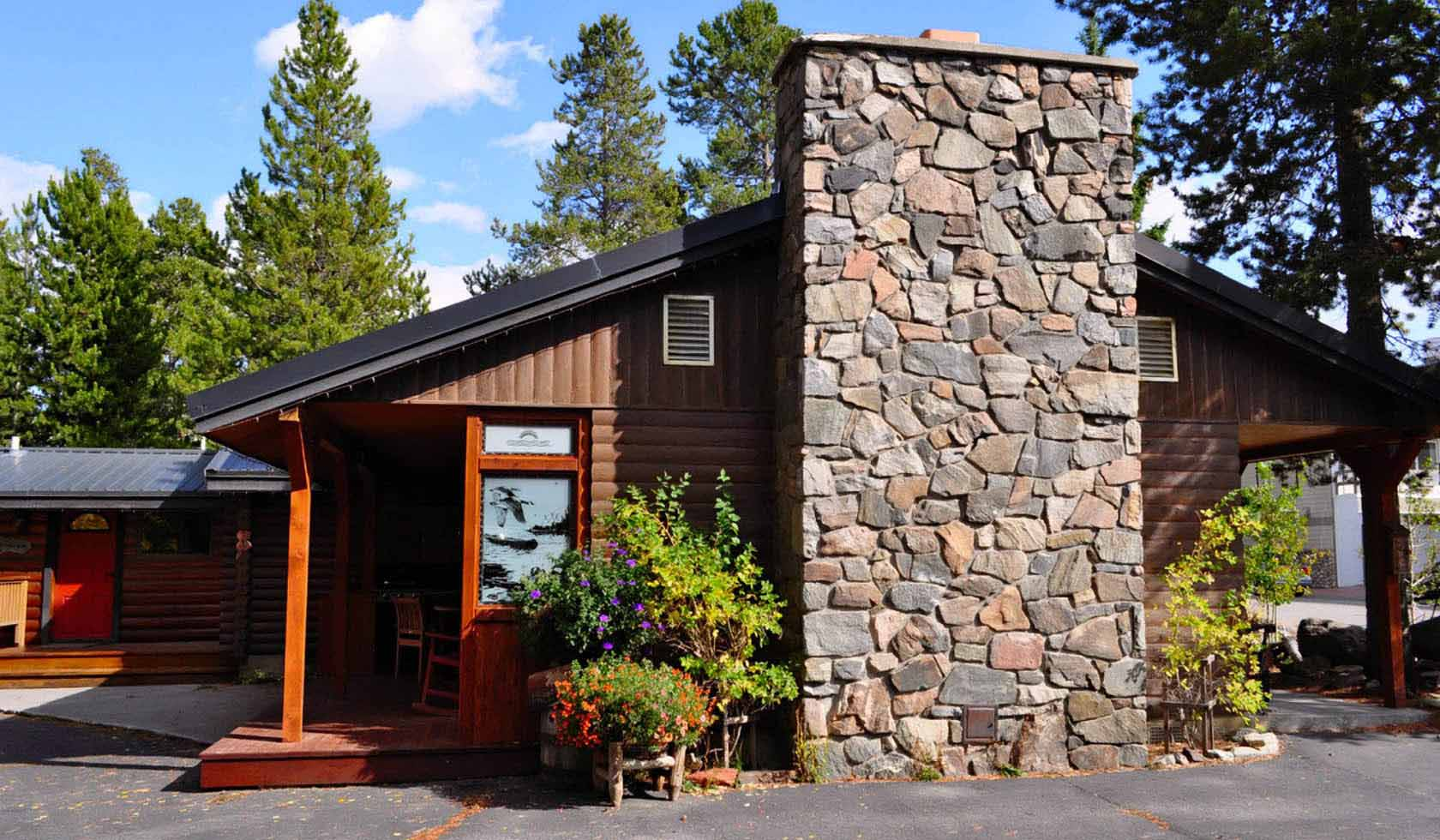 Two Feathers Cabin Lodging profile image