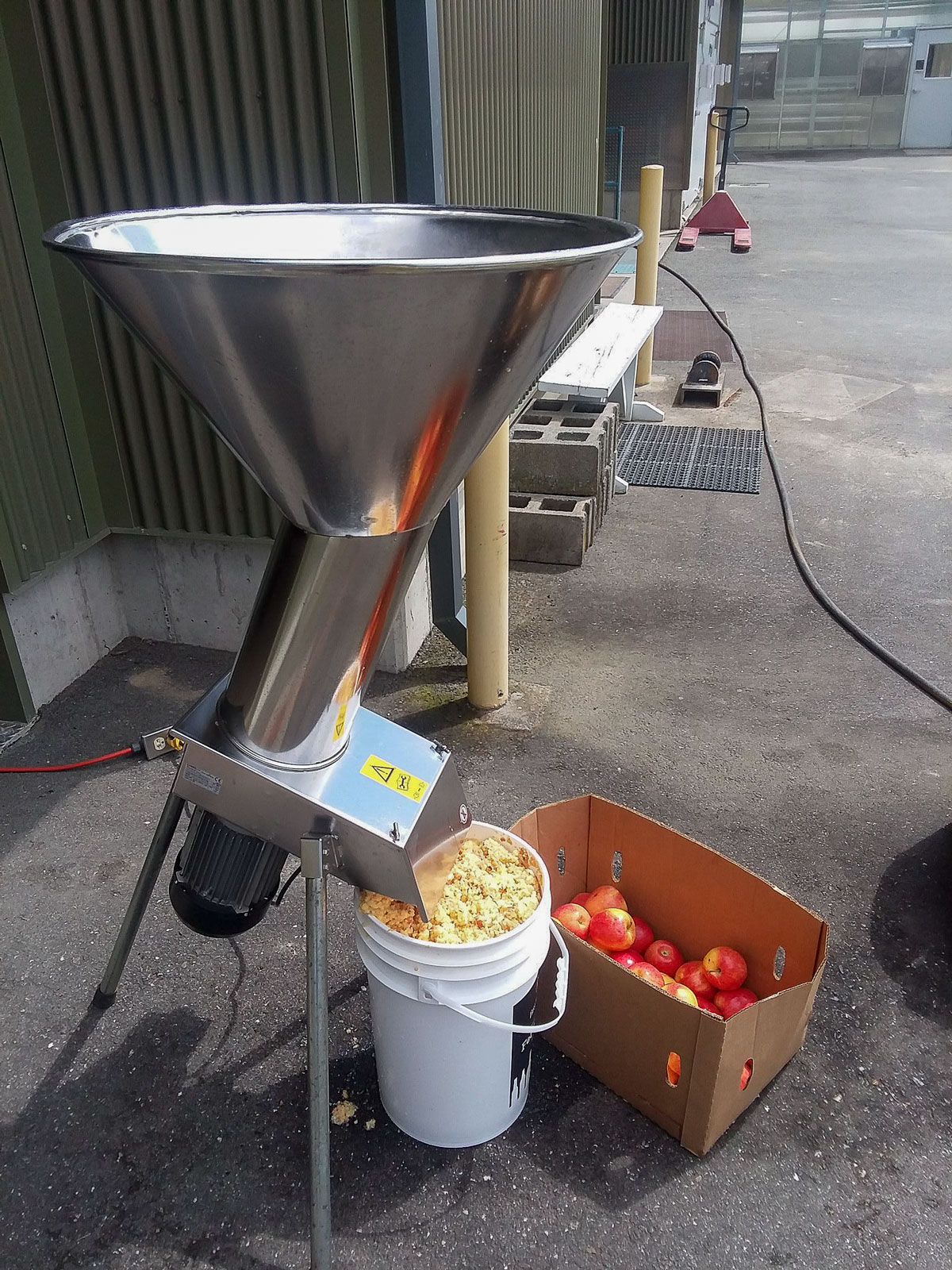 A fruit grinder processes apples at the Sensory Analysis of Fruit Wines and Ciders workshop (August 5, 2017).