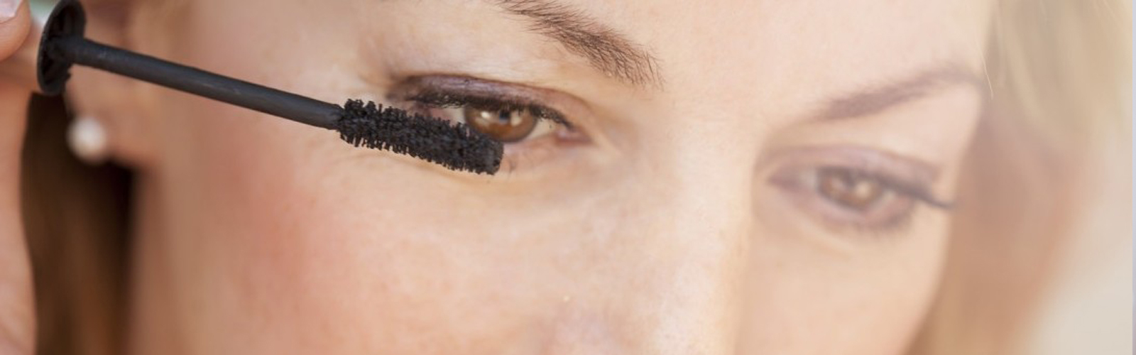 HOW MAKEUP CAN AFFECT YOUR EYES