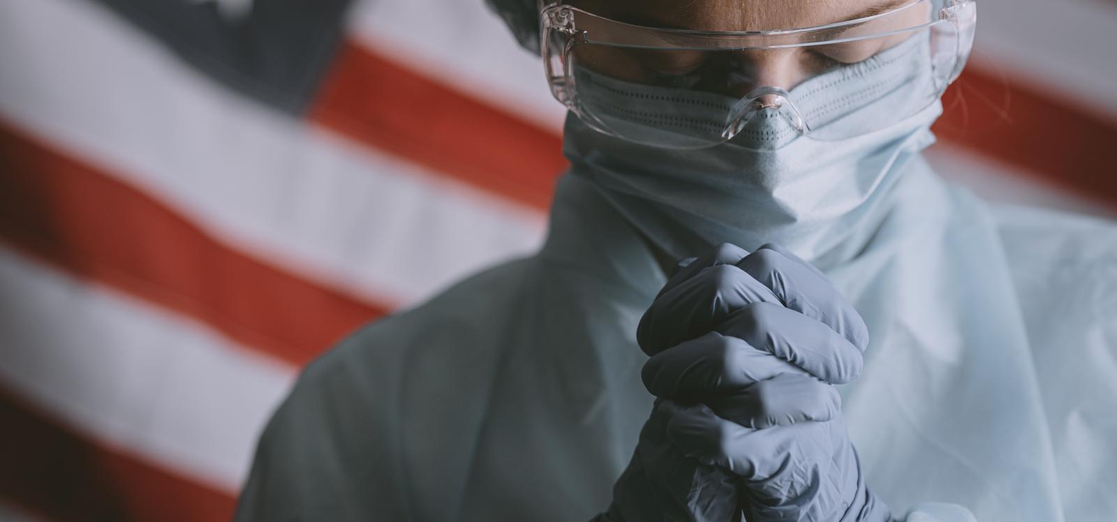 USA nurse praying
