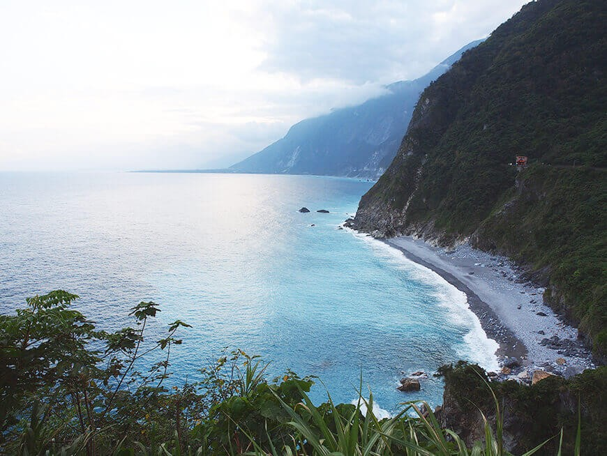 Tour Taroko Gorge by car and foot
