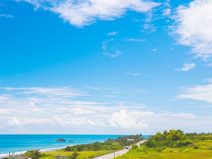 Enjoy the magnificent scenery of the Pacific Ocean