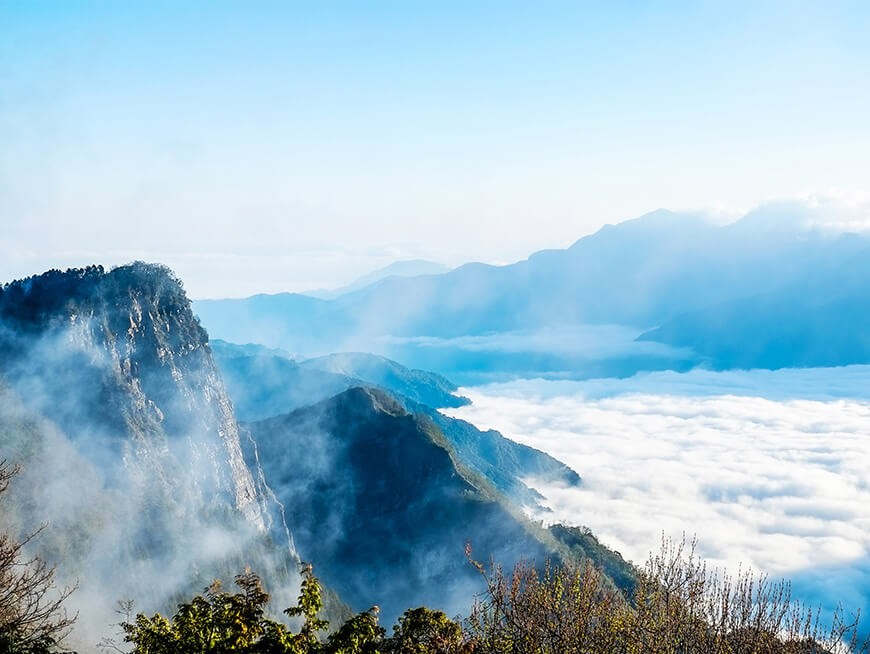 "Hike through the verdant forests of Alishan and enjoy the mountain scenery with a ""sea of the clouds"""