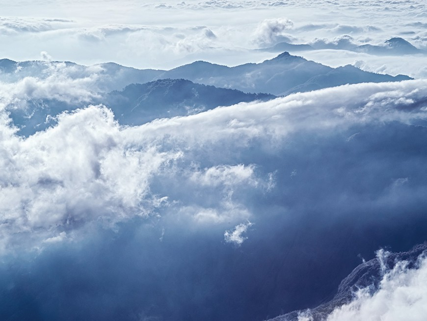 See the sea of clouds from the peaks of Alishan