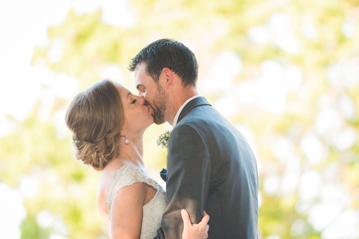 Montesino Ranch Wedding Kiss
