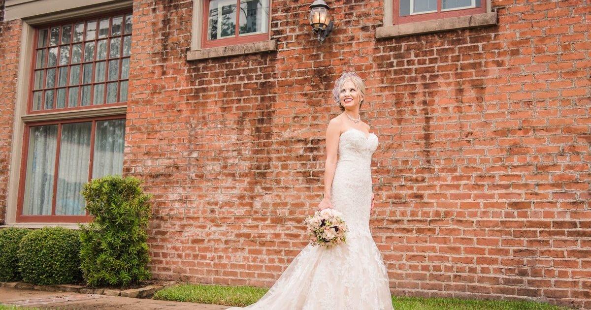 League City Bridal Portraits Butlers Courtyard Audrey