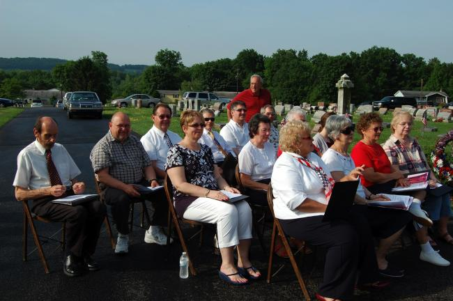 ELSA KERSCHNER/TIMES NEWS The choir at the Slatedale Memorial Day service has members from four local churches.