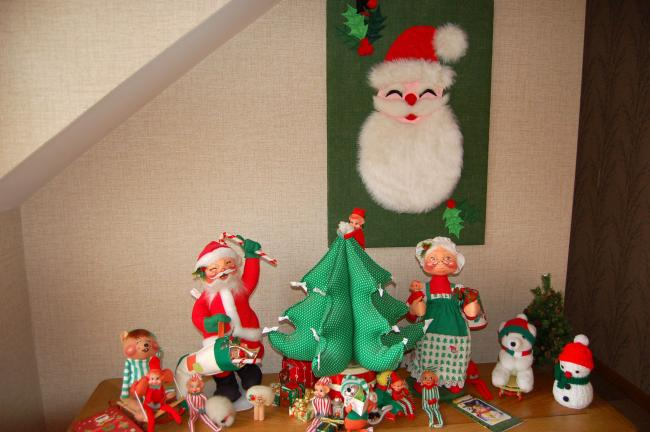 linda koehlertimes news shirley blynn loves to decorate her palmerton home for christmas visitors are greeted by this charming christmas vignette of her - Annalee Christmas Decorations