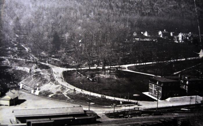 COURTESY NO. 9 MINE MUSEUM In this early image, the LCN offices are seen to the right. The dark tunnel entrance is visible to the far left, carved into solid rock beneath Edgemont Road.