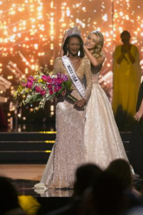 Miss District of Columbia Deshauna Barber is crowned Miss USA by