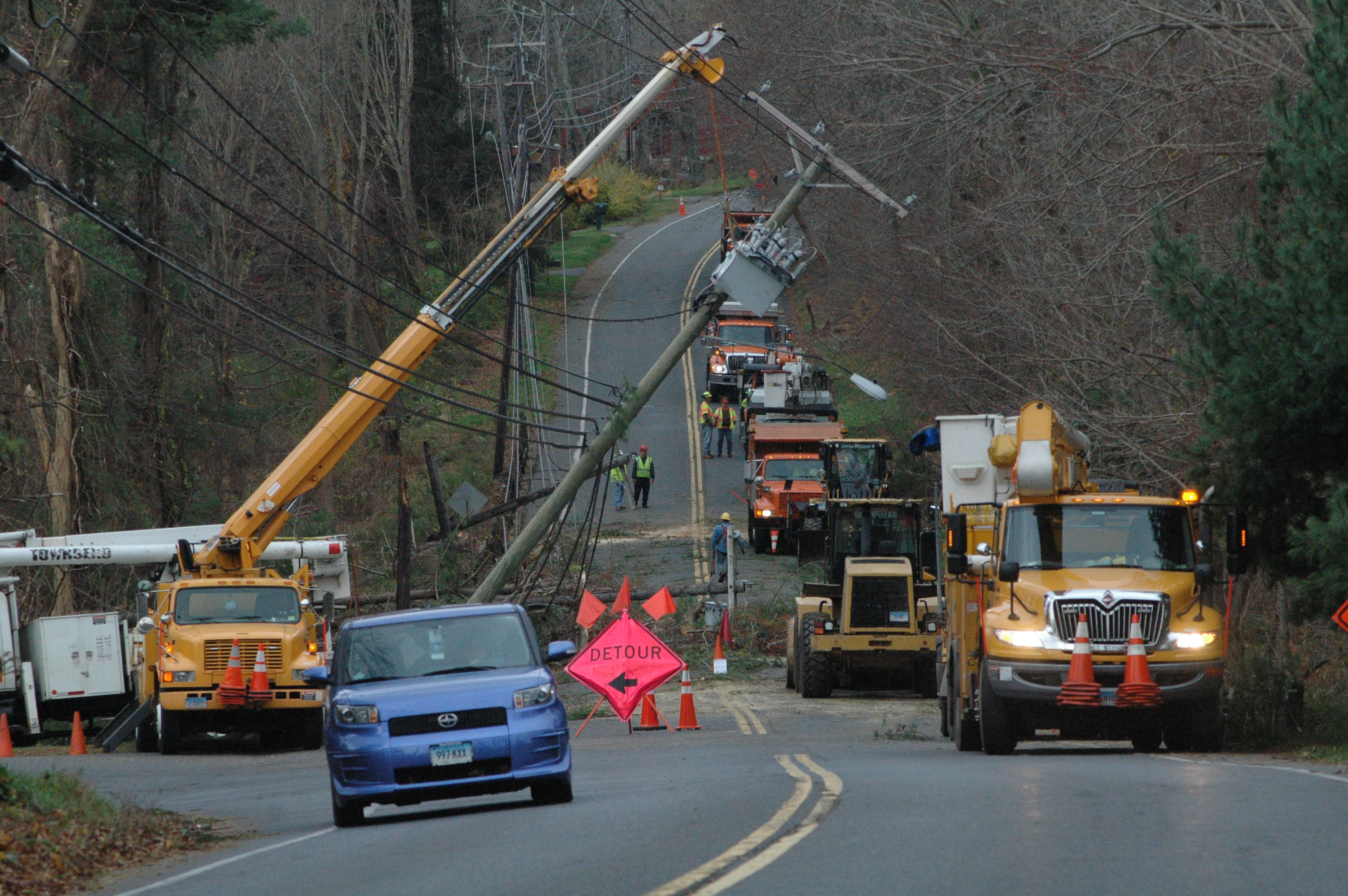 Several Connecticut Light And Power Company (CLu0026 P) And State Department Of  Transportation (DOT) Crews Joined Forces On Wednesday Afternoon In Working  To ...