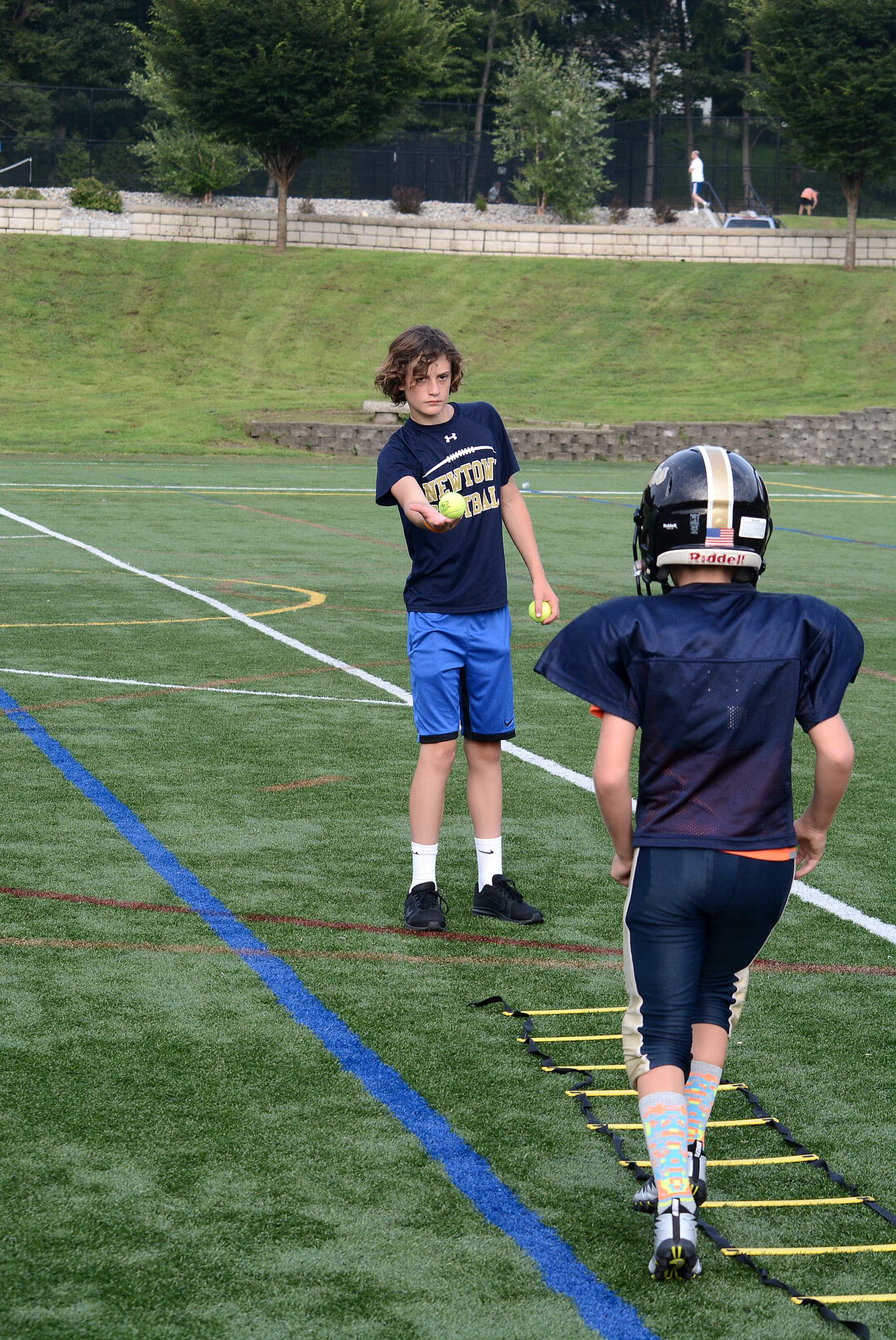 Youth Tackle Football Participation >> Giving Back Nhs Players Assist Youth Football Participants On The