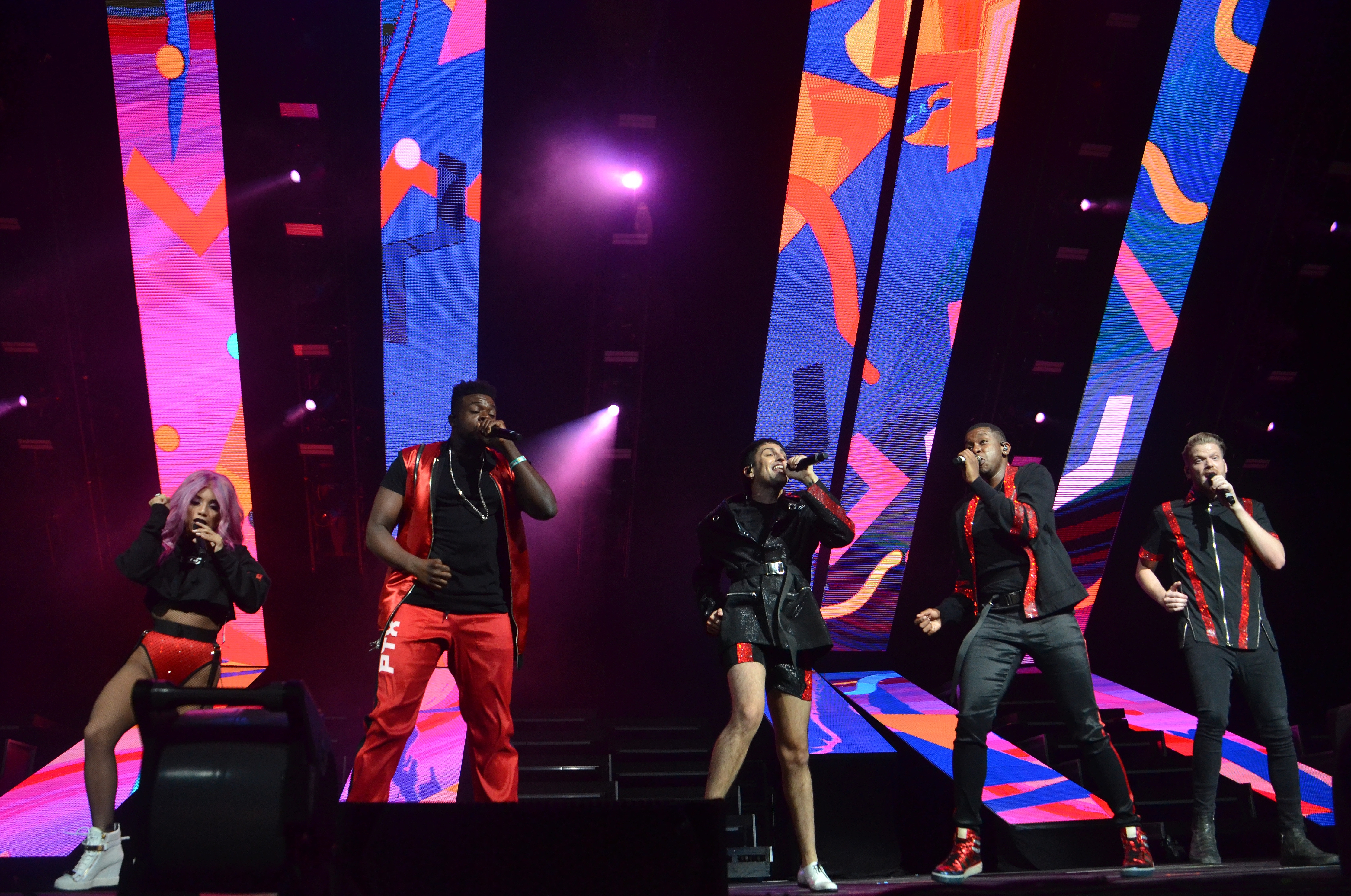 Concert Review Pentatonix Show Inspires Crowd To Go And Chase Your