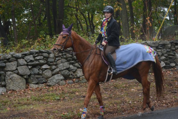 Mackenzie Leszko rides Bailey toward the finish of the NBLA's pace. (Bee Photo, Hutchison)