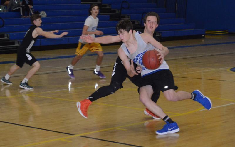 Robert DiSibio makes a move toward the basket. (Bee Photo, Hutchison)