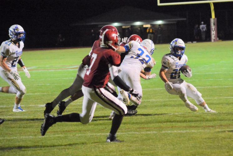 Jack Miller makes a cut as he moves toward the end zone. (Bee Photo, Hutchison)