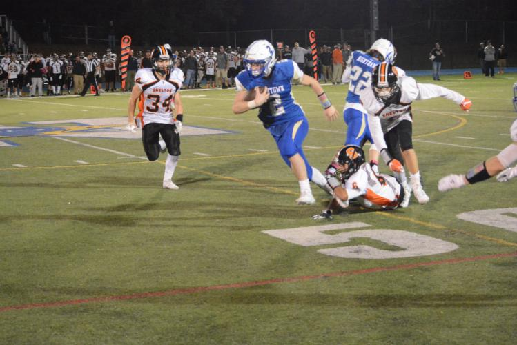 Joe Pagett breaks free on his way to the end zone. (Bee Photo, Hutchison)