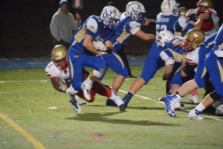 Matt Dubios carries the ball. (Bee Photo, Hutchison)