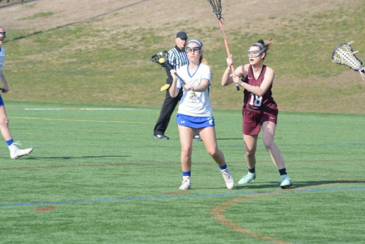 Lindsey Merrifield makes a pass. (Bee Photo, Hutchison)