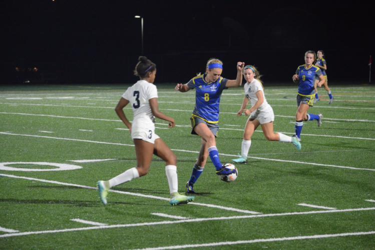 Cassidy Kortze (No. 8) battles with Immaculate players. (Bee Photo, Hutchison)
