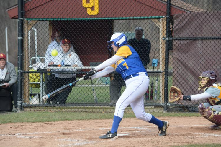 Kaysie Fisher delivers a pitch. (Bee Photo, Hutchison)