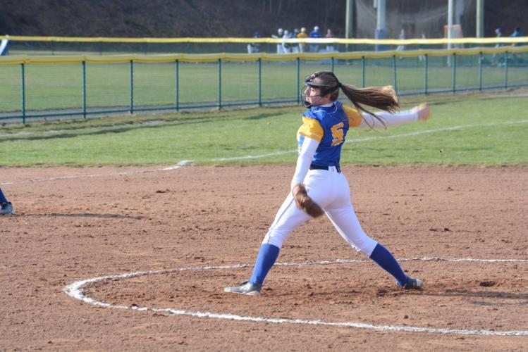 AH_NHS-softball-Sara-Kennedy-2.jpg