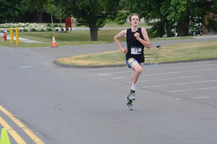 Justin Halmose was first in the 5K race. (Bee Photo, Hutchison)