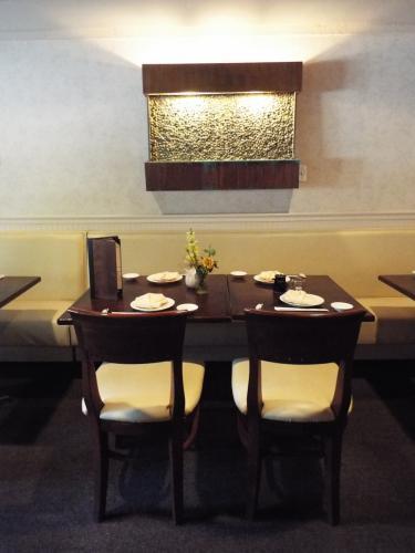 AS_-House-of-Yoshida_-booth-seating.jpg