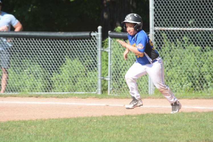 Brooks Fischer runs from first base during a tourney game. (Bee Photo, Hutchison)