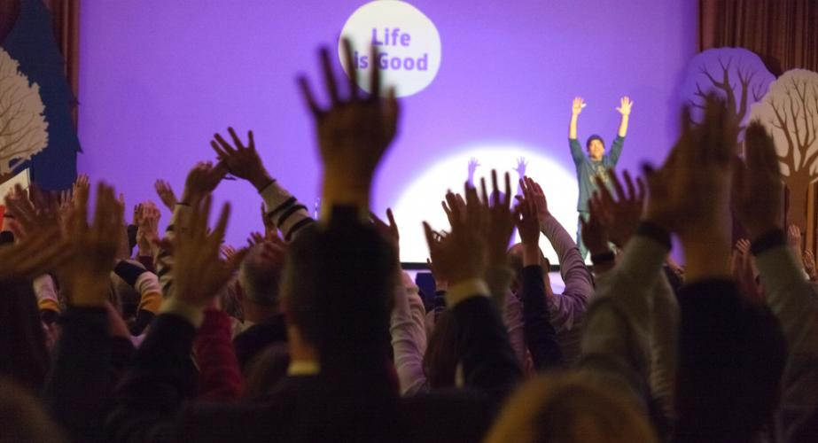 During a February 1 launch of the Avielle Foundation's Brainstorm Experience series, Life Is Good Kids Foundation founder Steve Gross inspired several hundred attendees to throw their hands in the air, jump for joy, fist pump, double high five,…