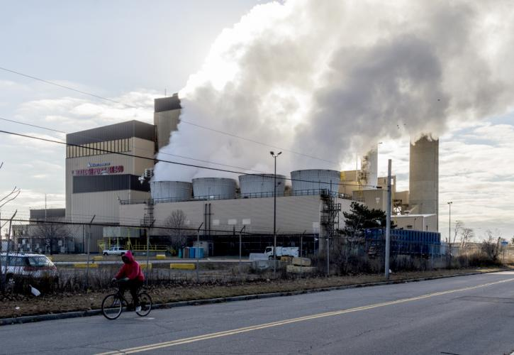 Virtually all of the solid waste produced by homes and businesses in Newtown eventually ends up at the Wheelabrator trash-to-energy plant in Bridgeport. Newtown, along with ten other neighboring communities, recently ratified a new contract with the…