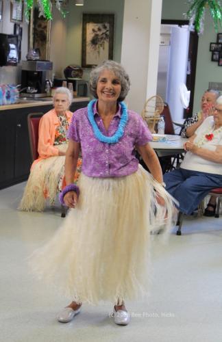 SH_Hawaiian-party-at-senior-center-05-Marianne-Corbo-WATERMARKED.jpg