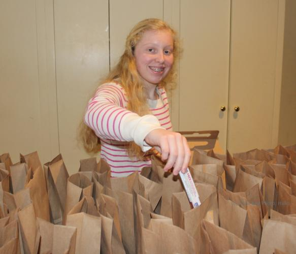 SH_Hochstetler-fundraiser-Mia-filling-lunch-bags-WATERMARKED.jpg