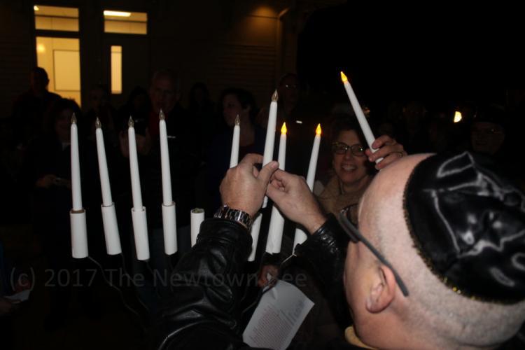 SH_menorah-lighting-at-Adath-Israel-04-Rebb-Kohrman-WATERMARKED.jpg