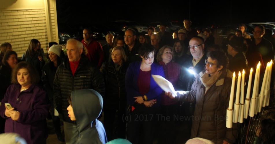 SH_menorah-lighting-at-Adath-Israel-06-singing-WATERMARKED.jpg