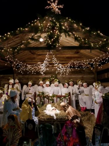 St-Rose-Live-Nativity-group-manger-incl-Holy-Family-by-Kerry-DeLeon.jpg