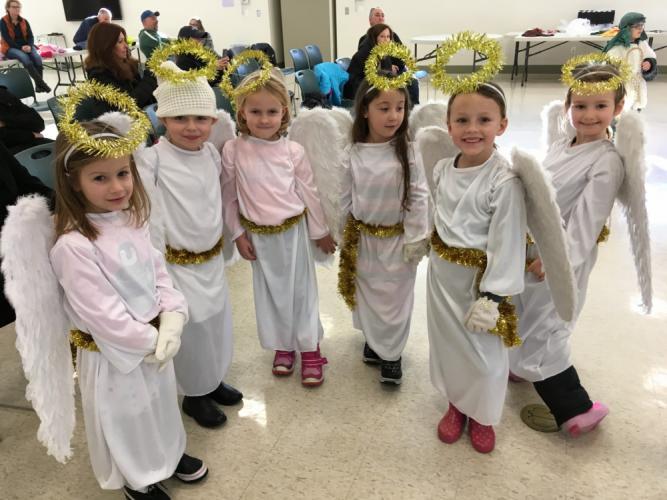 St-Rose-Live-Nativity-pvw-angels.jpg